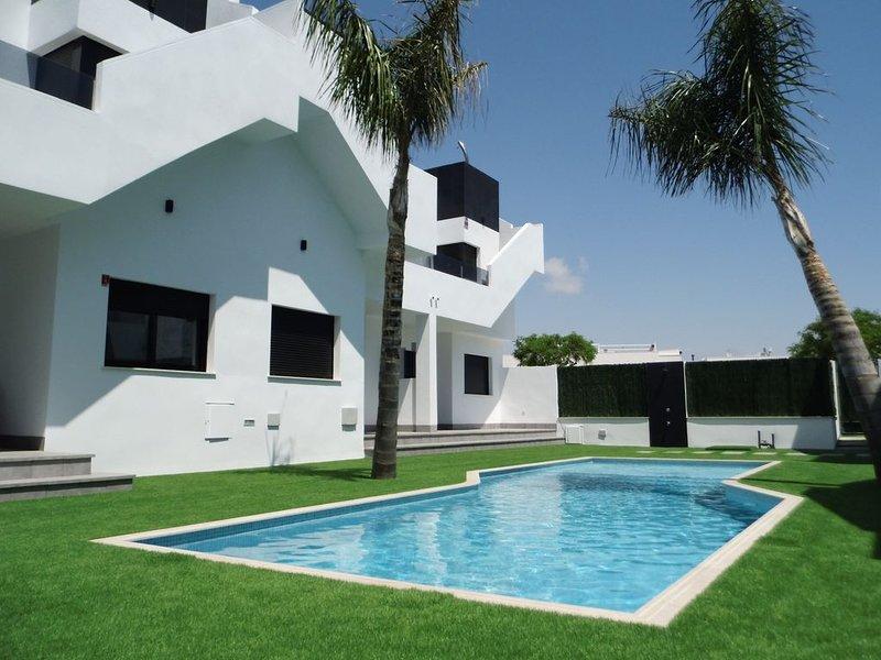 Modern nieuwbouw appartement met zwembad, vlakbij zee en strand, vacation rental in Lo Pagán