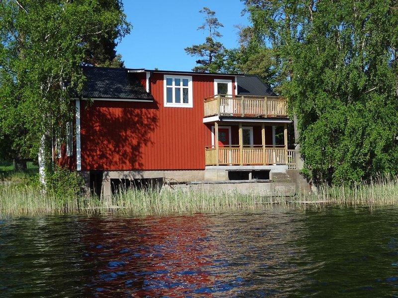 Hus med sjön Innaren som närmasta granne – semesterbostad i Växjö