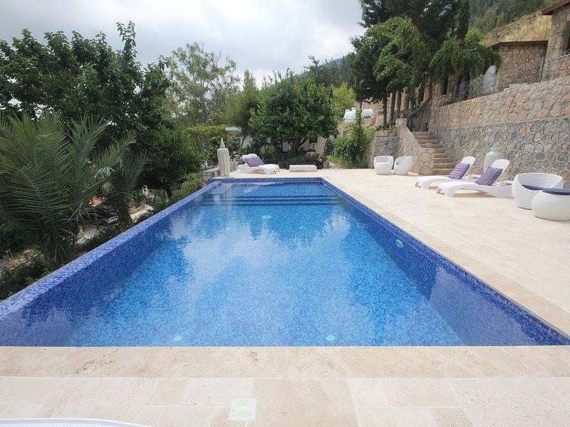 Luxury & Private 6 bed Villa North Cyprus  Infinity Pool,  Magnificent Views, alquiler de vacaciones en Lapta