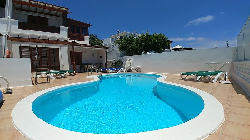 Villa Eric In Puerto Del Carmen With Private Pool, Ferienwohnung in Tias