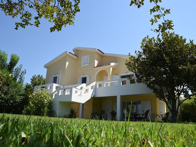 Villa Armonia- Luxury house with private garden very near Ioanian Sea coast, holiday rental in Neochori