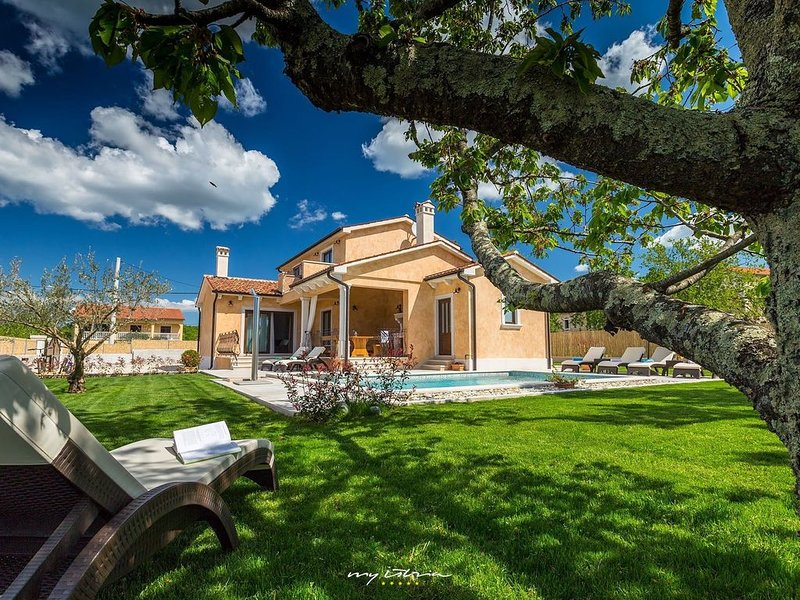 Lovely family villa with private pool near Vrsar, vacation rental in Vrsar