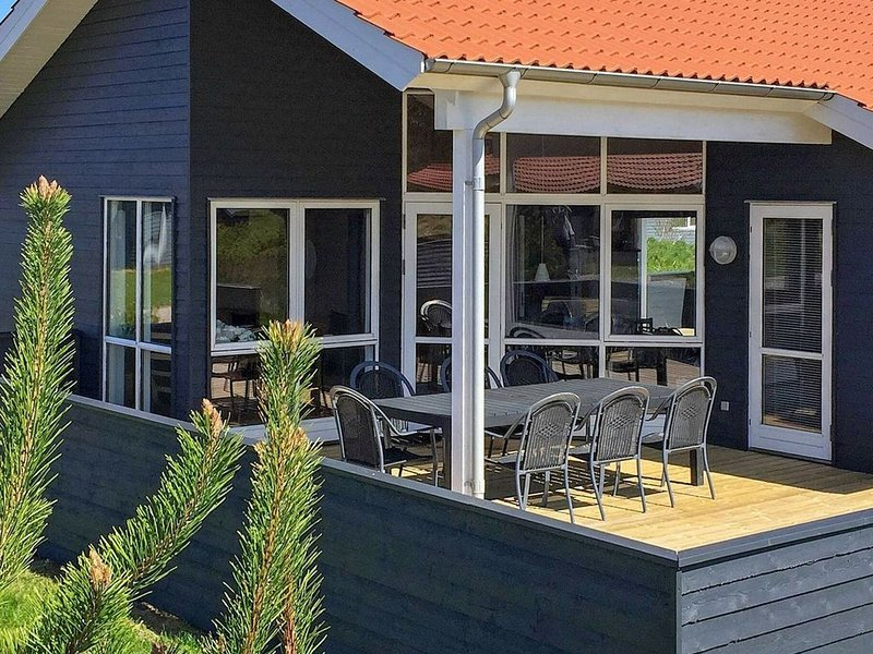 Lively Holiday Home in Ulfborg with Whirlpool, Ferienwohnung in Baekmarksbro