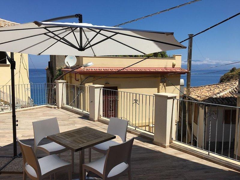 appartamento nuovo con terrazza vista mare, vacation rental in Vibo Marina