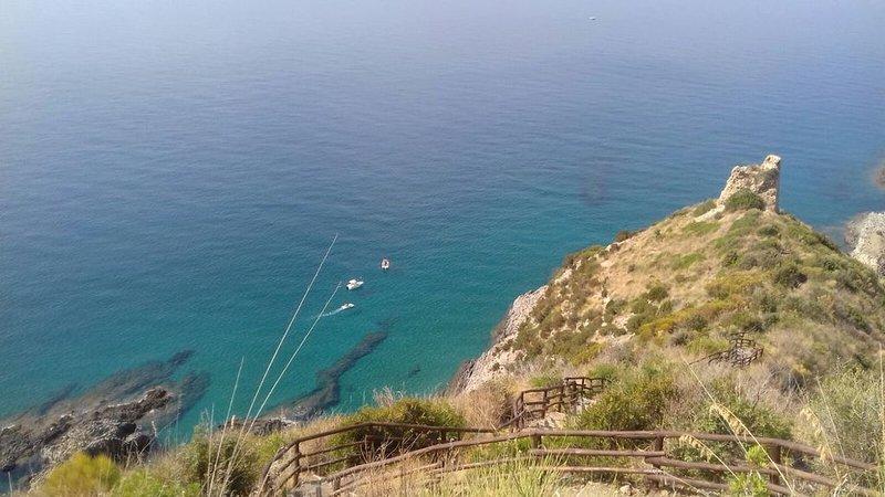 Villa Antonietta, immersa nel verde di ulivi secolari in posizione incantevole, location de vacances à Marina di Pisciotta