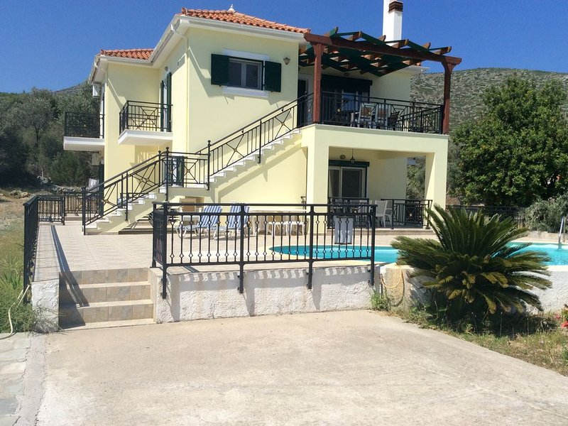 Villa With Private Pool And Sea Views, holiday rental in Agia Paraskevi