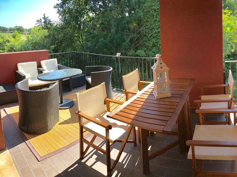 Appartamento con accesso diretto al lago, holiday rental in Lake Garda