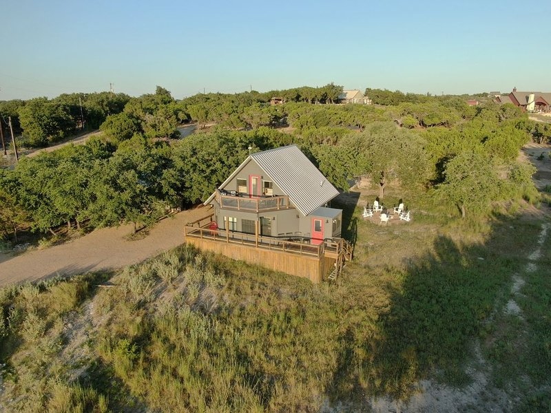 """5 Acre. Enjoy sunset at """"Bungalow' TyRosa Ranch near wineries and venues, vacation rental in Dripping Springs"""