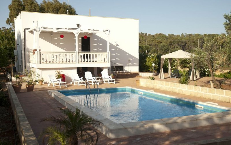 3 Bedroom Villa with pool set in it's own olive grove, vacation rental in Ugento