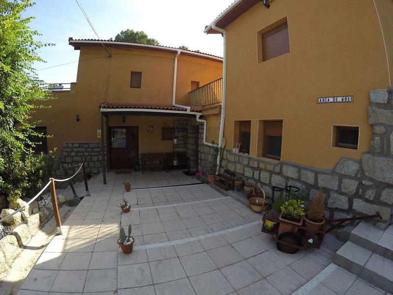 GRAN CASA RURAL EN EL PANTANO DE SAN JUAN, vacation rental in San Martin de Valdeiglesias