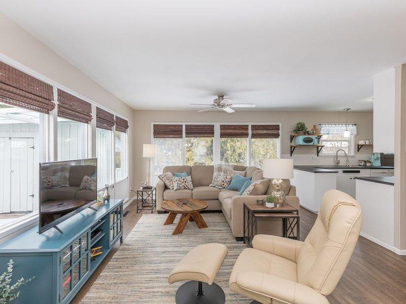 South Hill's Blue Bungalow, A Charming Single Story Home, location de vacances à Mica