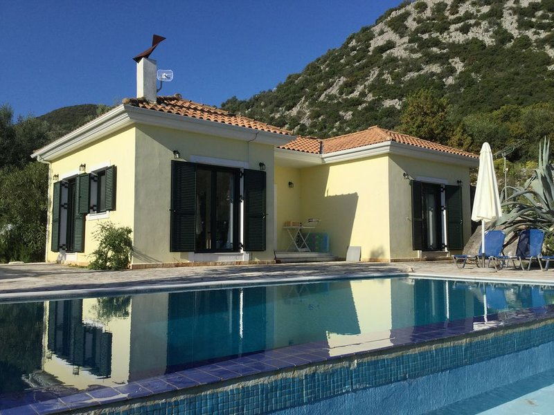Villa Lemonia, secluded hillside location above Vlicho Bay, vacation rental in Fterno