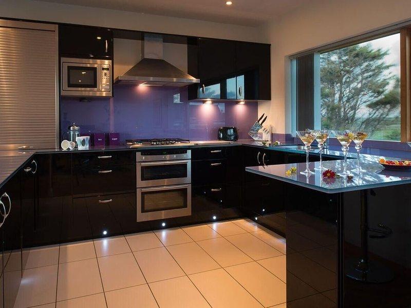 Minstrel Lodge Kitchen - Rhosneigr