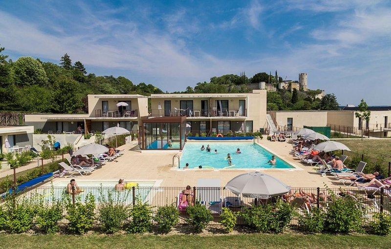 Appartement cosy proche de la Vienne | Piscine + Espace Balnéo, holiday rental in Chinon