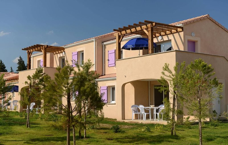 Appartement Cosy dans un Joli Village | Piscine couverte + extérieure, location de vacances à Paradou