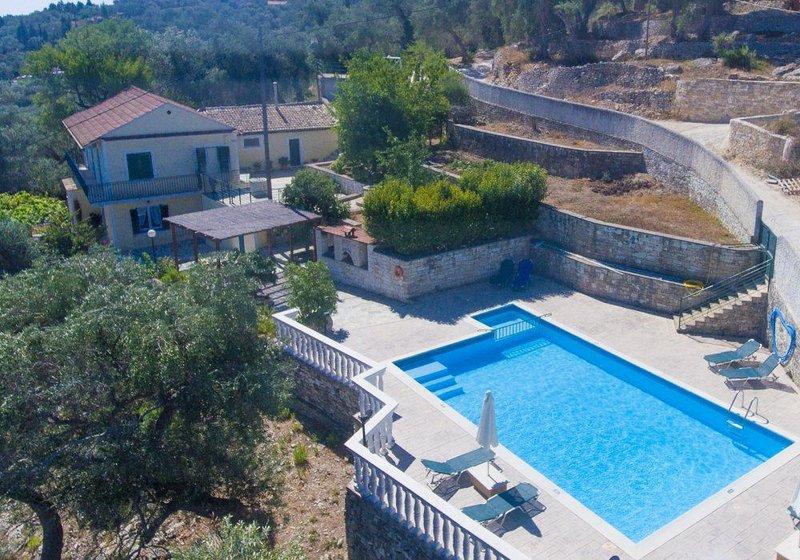 Villa Levanda: Large Private Pool, Walk to Beach, Sea Views, A/C, WiFi, location de vacances à Paxos