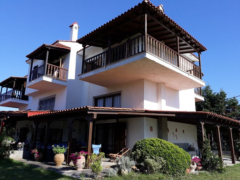 HOUSE NO LONGER AVAILABLE, holiday rental in Fourka