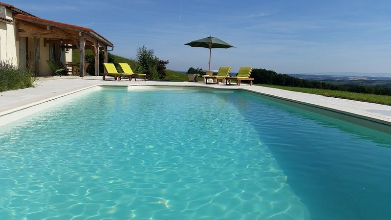 Villa with Private Pool, Spectacular Views, Secluded peaceful rural surroundings, holiday rental in Lapenne