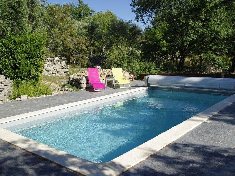 superbe grande villa avec  piscine privée , jardin original.promo du 17/08-31/09, vacation rental in Labeaume