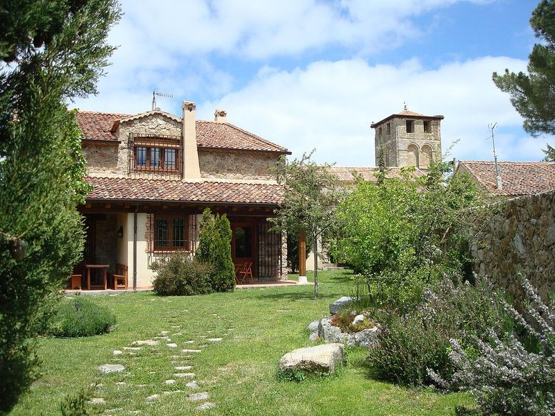 SALTUS ALVUS Espectacular conjunto rural Sotosalbos  2/14p 10m Segovia 1h Madrid, holiday rental in Caballar