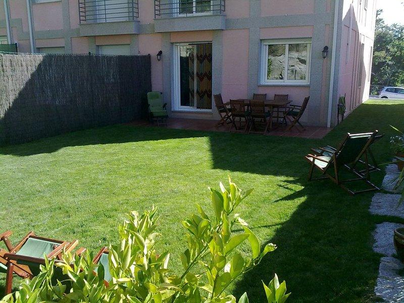 Bonita casa con piscina y parque infantil  con WIFI, vacation rental in Sanxenxo