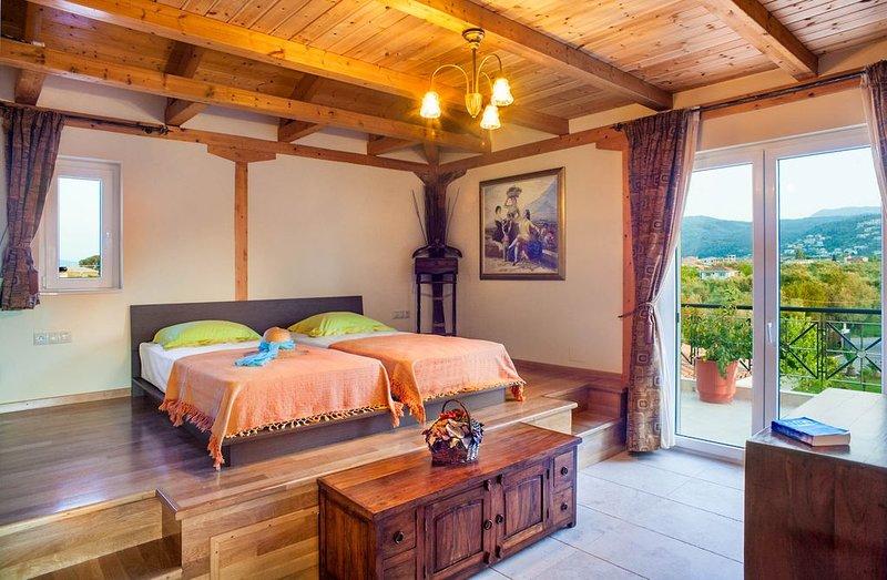 Top floor suite near to the town and close to the beach, aluguéis de temporada em Lefkada Town