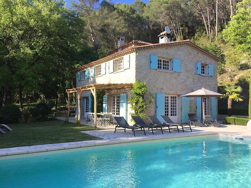 Landelijk gelegen Villa voor 8-10 personen, met verwarmd zwembad, aluguéis de temporada em Chateaudouble