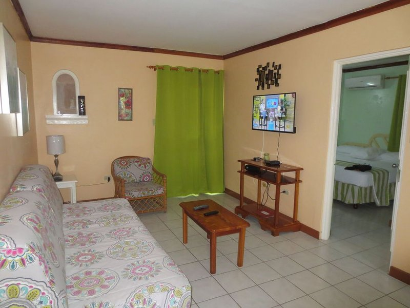 NEGRIL OCEAN VIEW APARTMENT, holiday rental in Green Island