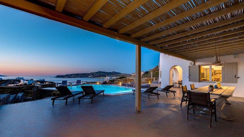 R483 Grand 8 Bedroom Villa with Two Private Pools Sea Views, holiday rental in Kanalia