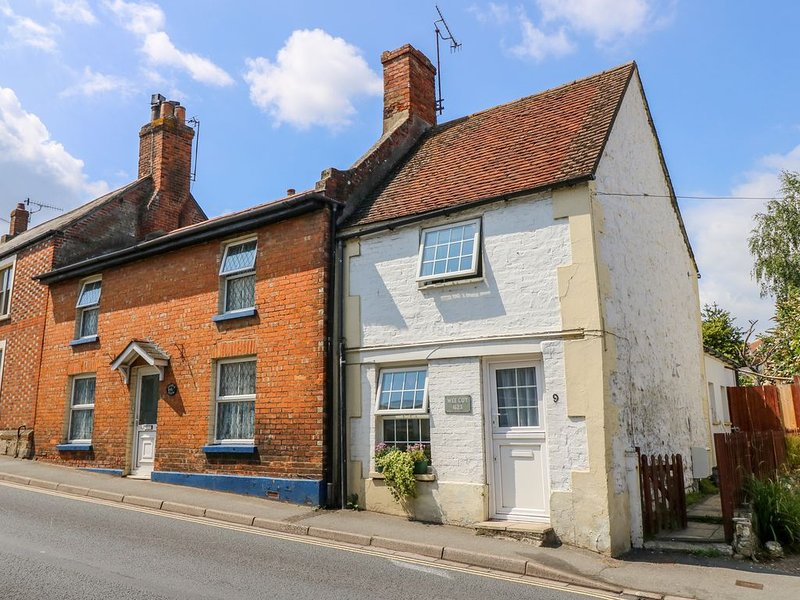Wee Cot, BRADING, holiday rental in Brading