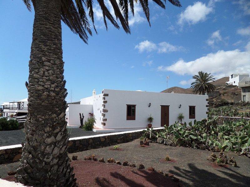 FINCA DE LOS ABUELOS. IDEAL PARA DESCANSAR., location de vacances à Guatiza