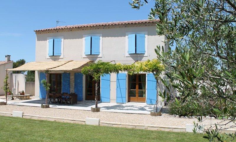 Eyragues: Maison neuve avec grand jardin et piscine privée., holiday rental in Eyragues