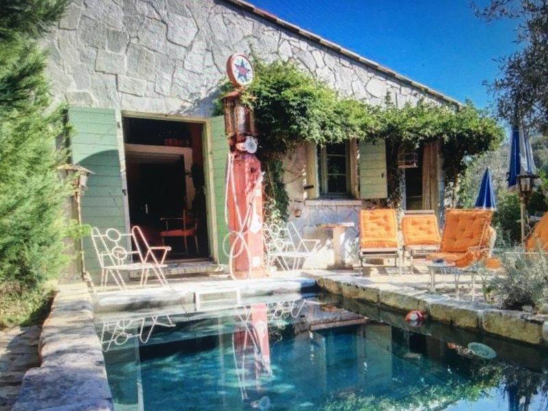 Maison de charme en pierres, un petit paradis paisible entourée de montagne ...., holiday rental in Cuttoli-Corticchiato