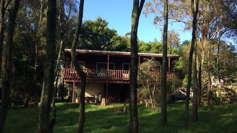 Broulee Headland Beach House, vacation rental in Moruya
