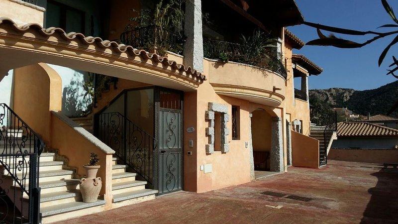 appartamento in residence a 800 metri dalla prima spiaggia, casa vacanza a Domus de Maria