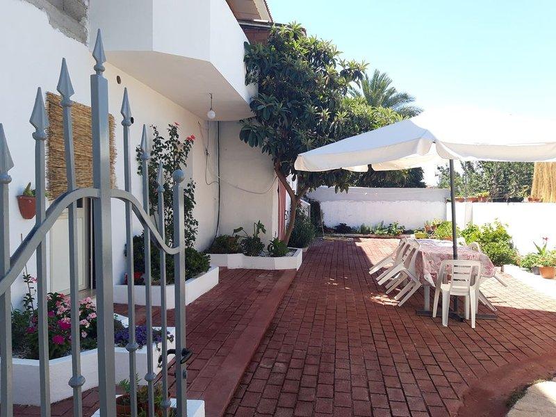 Appartamento con cortile  a pochi Km da Orosei, vakantiewoning in Galtelli