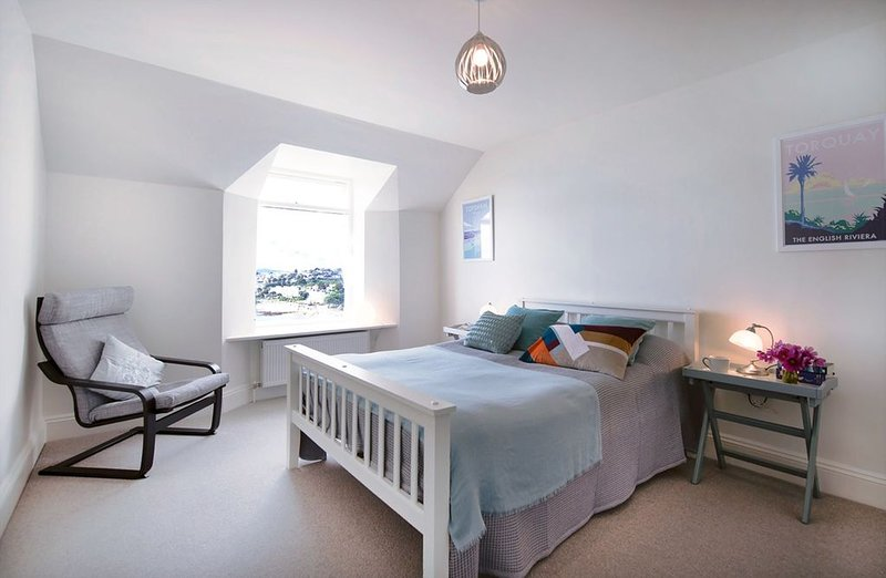 2 Astor House one bed with sea views from all windows, vacation rental in Torquay