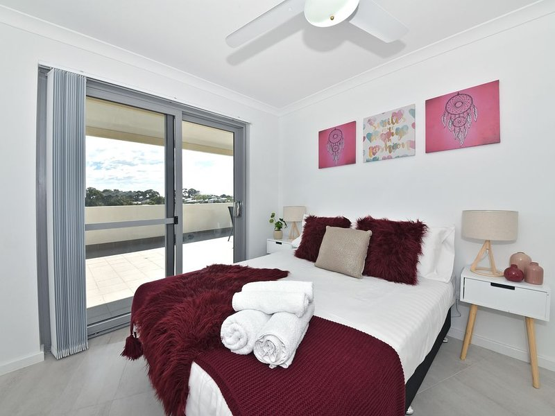 Modern & Great Location Opposite Garden City 12, vacation rental in Shelley