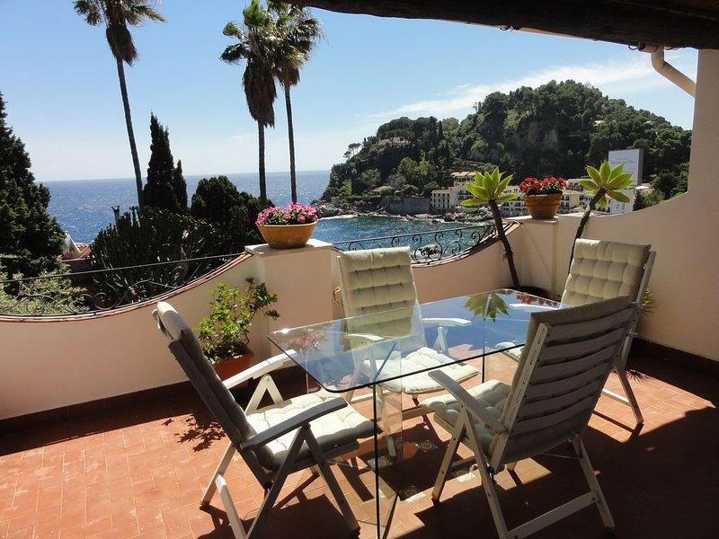 Elegante appartamento nel cuore di Taormina mare con vista spettacolare!, alquiler vacacional en Mazzaro