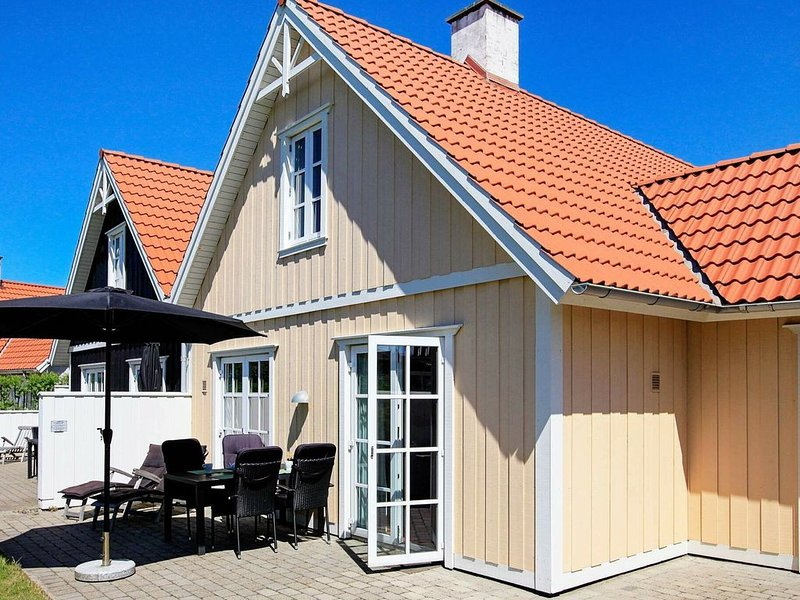 Balmy Holiday Home in Blavand with Terrace, location de vacances à Varde
