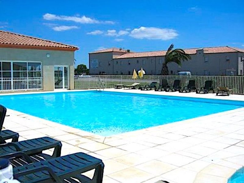 Country living but near beaches and city, holiday rental in Gallargues-le-Montueux