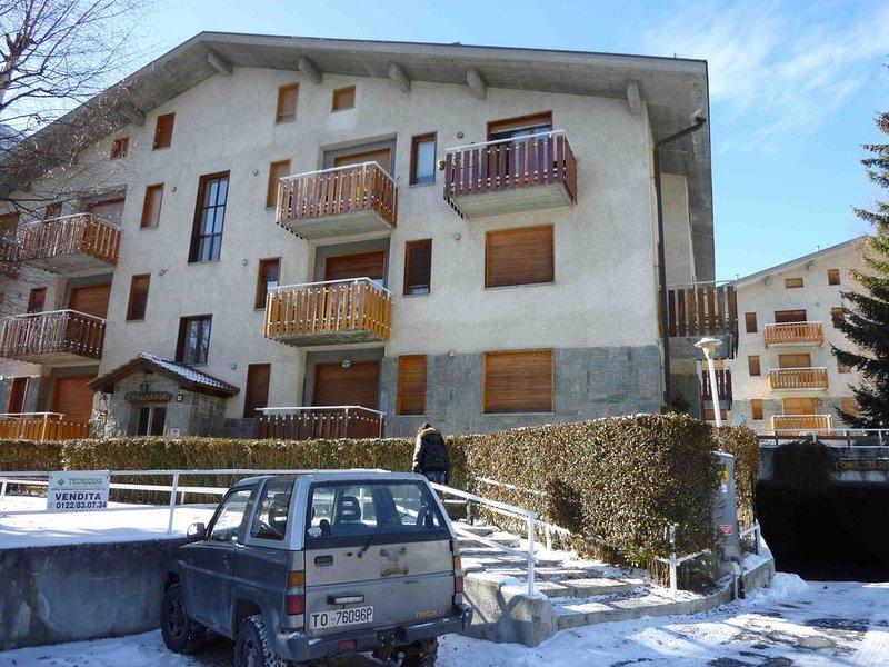 Grazioso appartamento a Beaulard, vacation rental in Bardonecchia