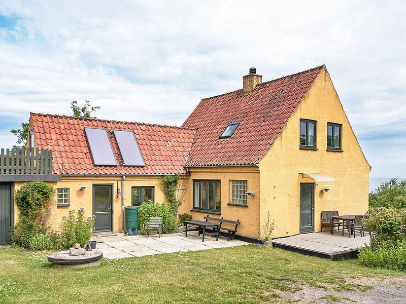 Secluded Holiday Home in Bornholm with Sea Nearby, vacation rental in Roenne
