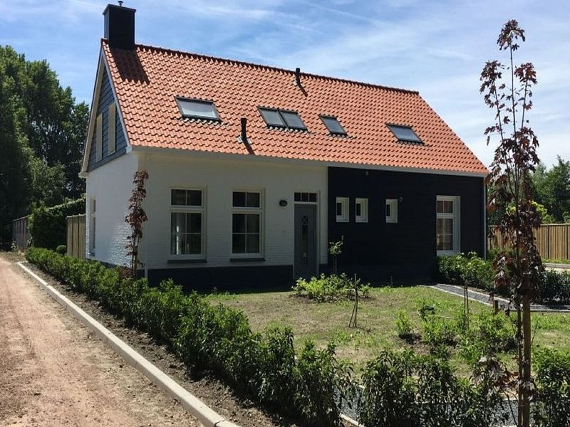 Very comfortable and cosy holiday home just outside Oostkapelle, holiday rental in Aagtekerke