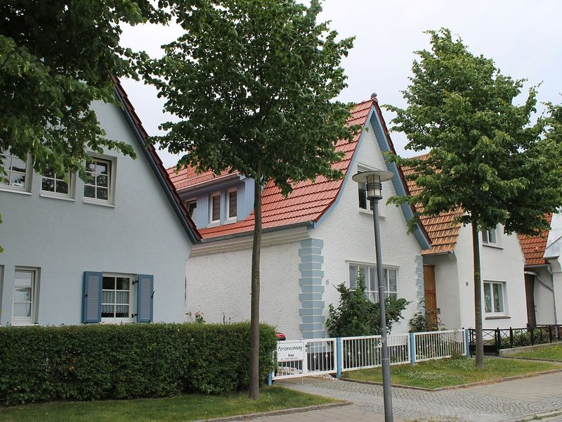Nice Apartment with Terrace in Rostock Germany, holiday rental in Warnemunde