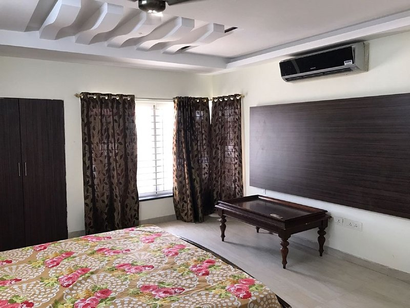 Self Catering Furnished Guest House Holiday Villa Chennai, vacation rental in Muttukadu