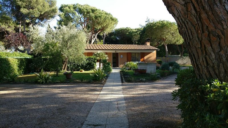 Tuscan Haven of Peace, for 8, in a quiet gated community, 100m from beach, holiday rental in Fonteblanda