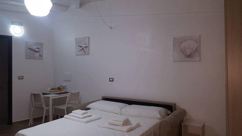 casa vacanze semi indipendente centro, vacation rental in Gambarie