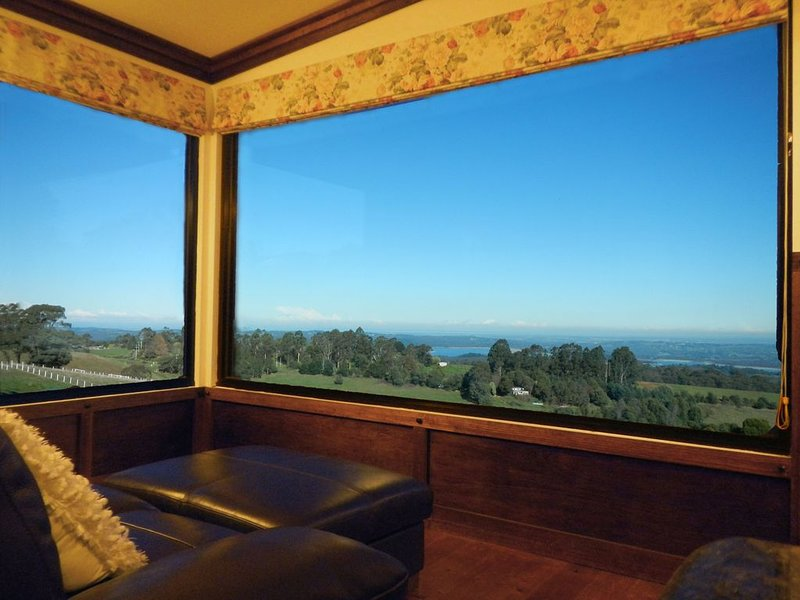 A Cottage with a View at Tudor Ridge, casa vacanza a Olinda