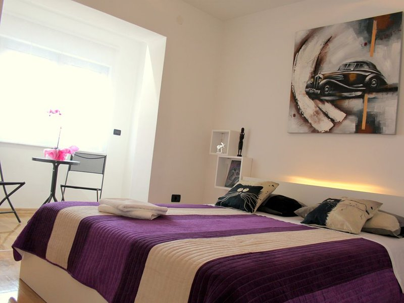 Modern apartment with air conditioning, washing machine and dishwasher, holiday rental in Pula